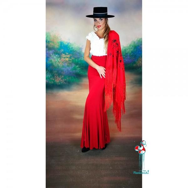 Falda de ensayo de flamenca  roja combinada con camisa blanca flamenca.