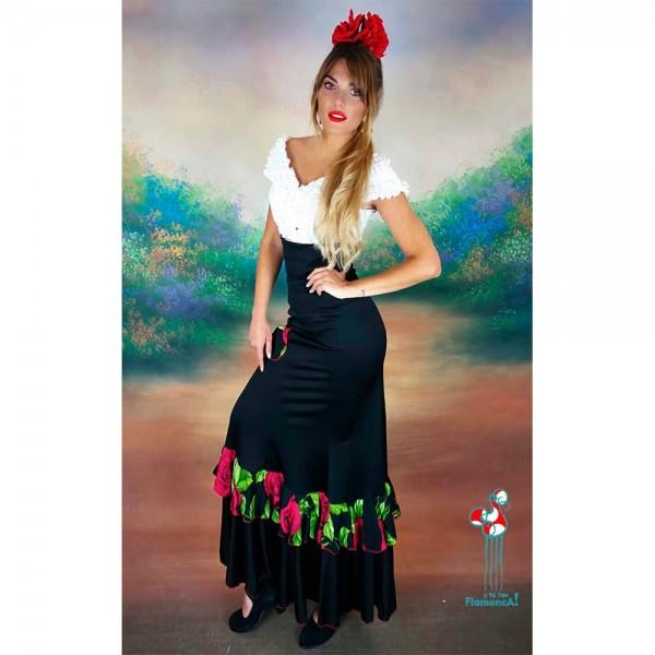 Falda de ensayo flamenca con flores y camisa blanca